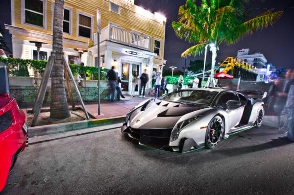 Concession voiture de luxe marché automobile et marketing digital le partage des images sur Instagram