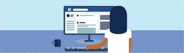 une personne naviguant sur Facebook sur un ordinateur de bureau